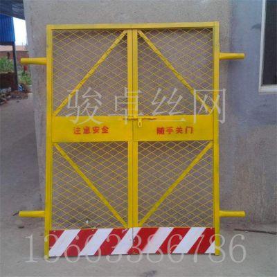 人货运料电梯门 黄色喷塑井道围栏网 现货供应优质围栏