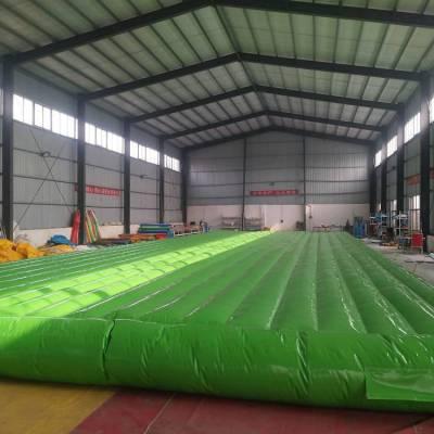 河南大型充气玩具搭配XY网红桥的安全保护充气气垫床游乐设施