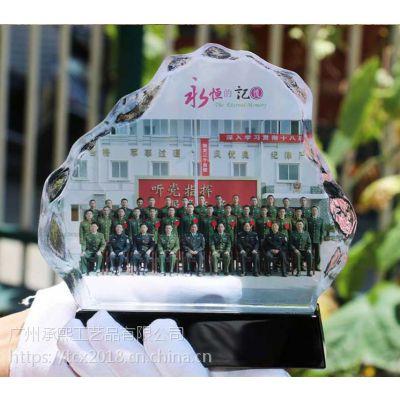 郑州制做退役老兵纪念品,战友合影留念摆件水晶影像