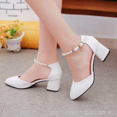 2018夏季新款韩版尖头粗跟女鞋百搭一字扣带串珠包头凉鞋女高跟鞋