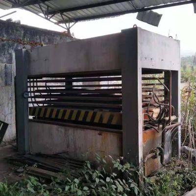 8成新 青岛增林8压7层贴木皮热压机转让
