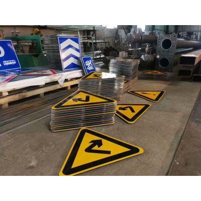 供应专业厂家制作的标准规范的乡村公路标志牌