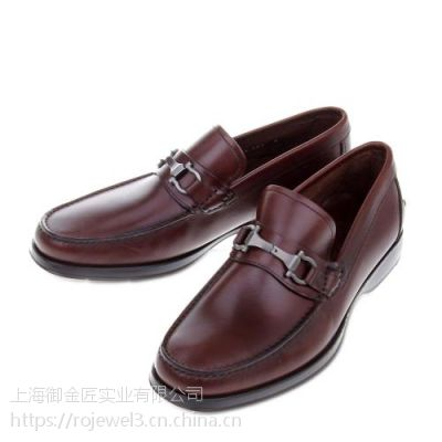 有哪些原因会导致皮鞋变色?
