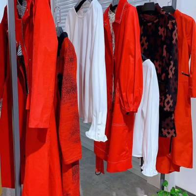 大红门服装批发市场品牌折扣女装逸之服饰品牌折扣店是***吗羽绒服
