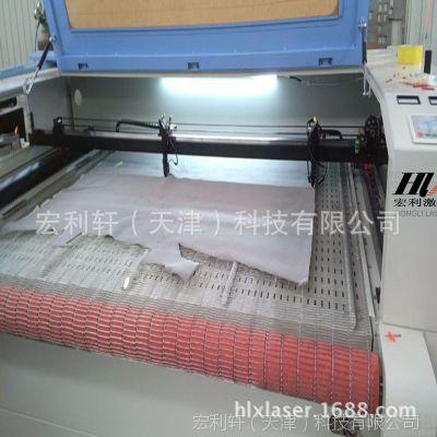 宏利轩HLX-1810自动上料下料激光裁版机 汽车坐垫毛绒玩具切割机