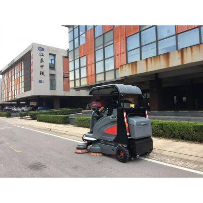 柳州市政单位用驾驶式扫地车扫地吸尘晒水三合一