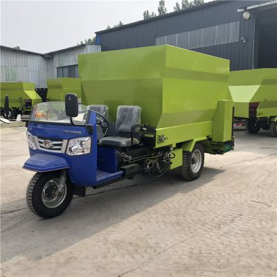 柴油三轮式牛羊撒料车 大型六立方的撒草车 饲料投料机厂家
