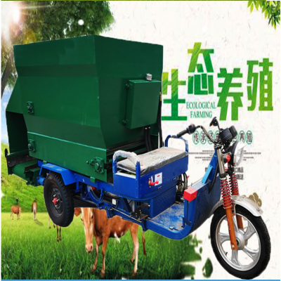 牦牛养殖喂料车 柴油大马力撒料机 粮草混合的投料机