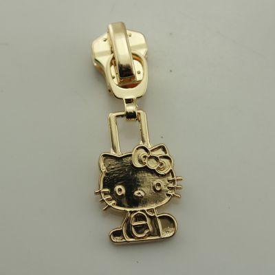 镀金kt猫拉链头定制,金属服饰配饰制作,找广东定制拉链头工厂