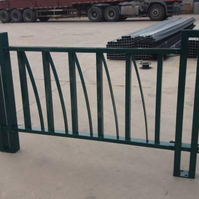 定制道路护栏 铁艺护栏多钱一米 带造型护栏厂家