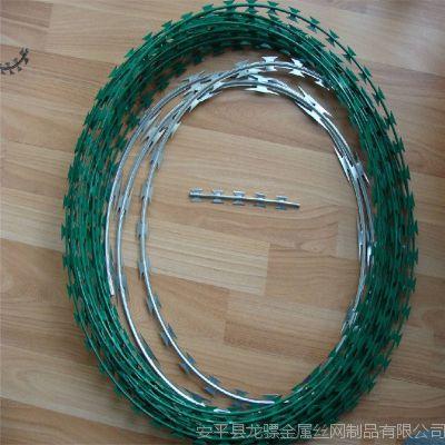 刀片刺线厂家 刀片刺绳防护网 刺丝滚笼图片