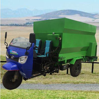 养殖设备喂料车 牛羊撒料车厂家 柴油三轮投料机