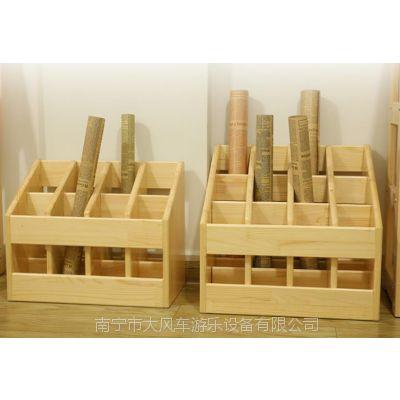 广西幼儿园木制毛巾架,幼儿口杯架,南宁儿童家具厂,南宁大风车游乐设备