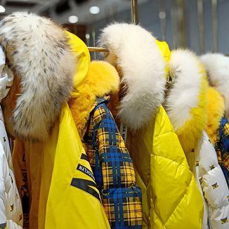 19年冬季时尚格言·GY大毛领羽绒服品牌女装折扣专卖店货源