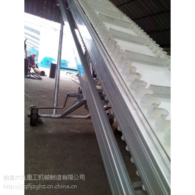 白色铝型材皮带输送机 裙边格挡爬坡皮带输送机