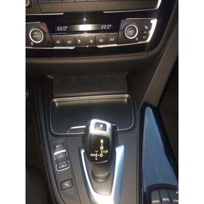 宝马3系专车专用车载无线充电系统