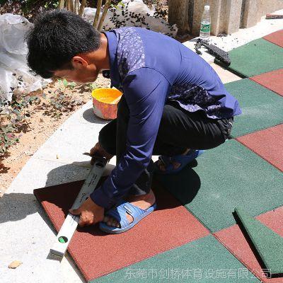 柳州市防滑橡胶地垫安装 城中区3.0厚安全地砖学校运动场地垫
