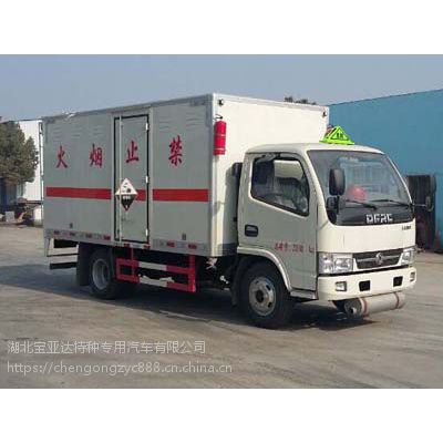 东风多利卡4.2米CLW5046XFWE5型3.7L腐蚀性物品厢式运输车厂家直销