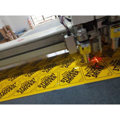 深圳新发现反光材料喷绘制作,反光磁性车贴的高清打印