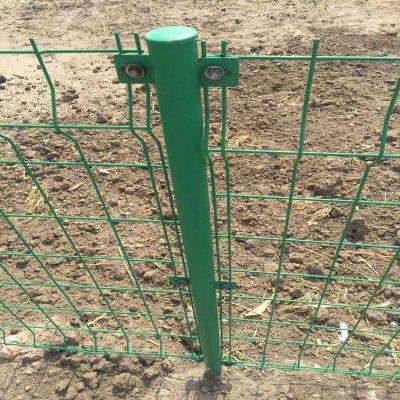 绿色1.8高护栏网 双边铁丝护栏网 延安市圈地围栏网多钱一米