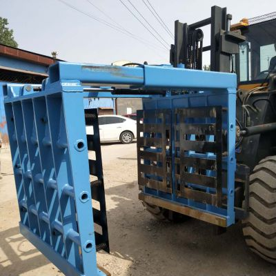 云南红砖厂专用抱砖机宽度200的抱砖机视频中首重工