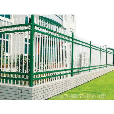 锌钢护栏是指采用锌合金材料制作的阳台护栏,由于其具有高强度、高硬度、外观精美、色泽鲜艳等优点,成为住