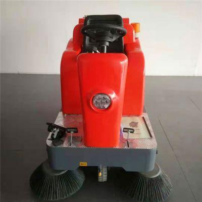 座驾扫路车 吸尘清扫洒水一体机 树叶灰尘电动扫地车 图片